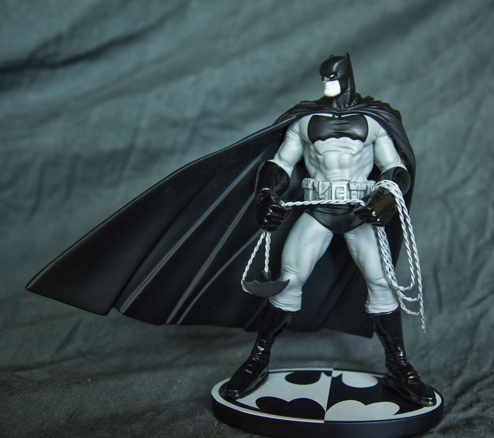 DC Comics Batman Black & White Frank Miller Statue