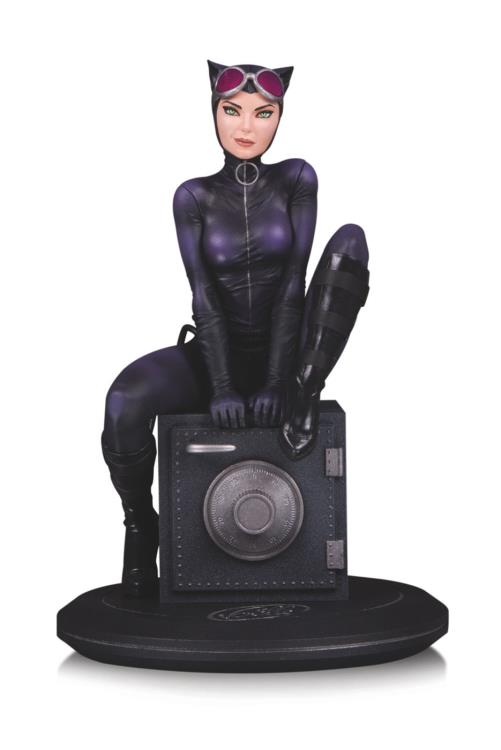 Pre-Order DC Comics Cover Girls Catwoman Joelle Jones Statue