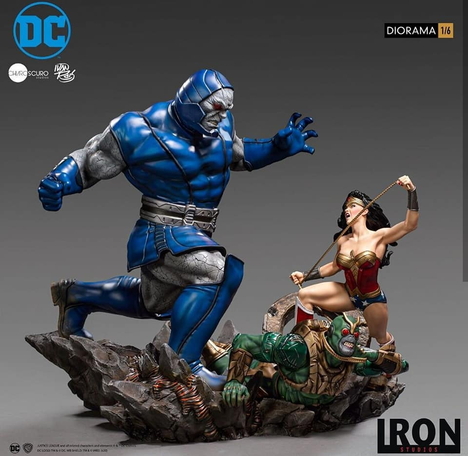 Pre-Order Iron Studios DC Comics Wonder Woman vs Darkseid Statue