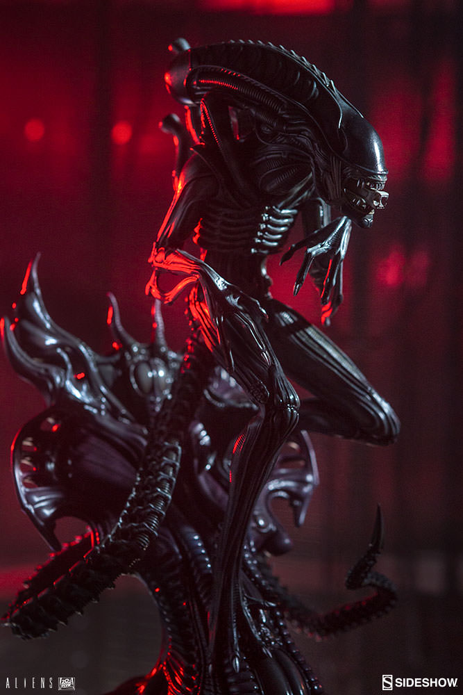 Sideshow Alien Warrior Statue