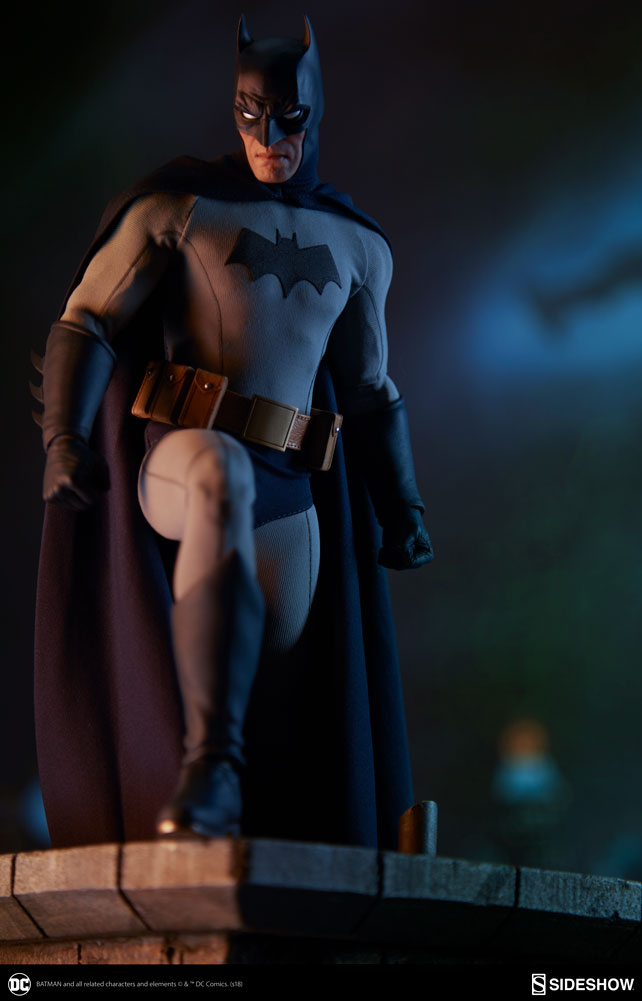 Pre-Order Sideshow DC Comics Batman Sixth Scale Figure
